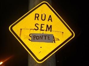 Ponte caiu há exatos 500 dias em São Manuel  (Foto: Arquivo Pessoal/ Ramón Dias)