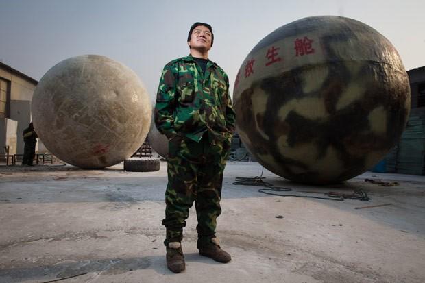 O fazendeiro chinês Liu Qiyan e sua 'Arca de Noé' (Foto: Ed Jones/AFP)