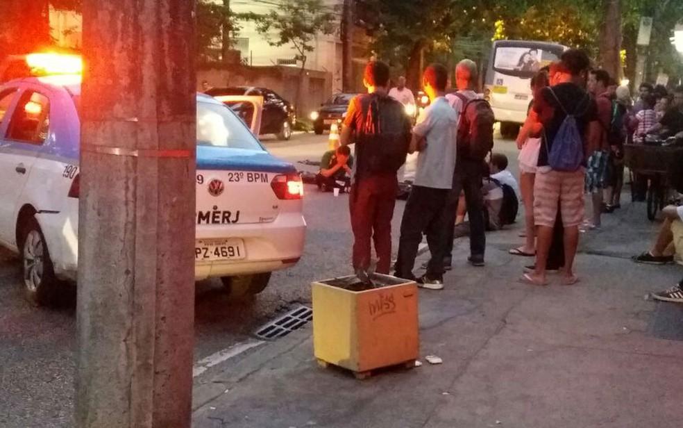 Estudante é atropelado em frente à PUC (Foto: Suelen Bastos/G1)