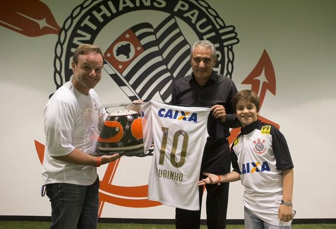 Rubinho com Tite e o filho Eduardo na Arena Corinthians (Foto: Reprodução)