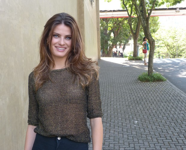 Isabeli Fontana posa belíssima no Projac (Foto: Giuline Bastos/ GShow)