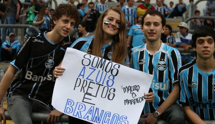 Torcedores participam de ação contra o racismo na Arena (Foto: Diego Guichard)