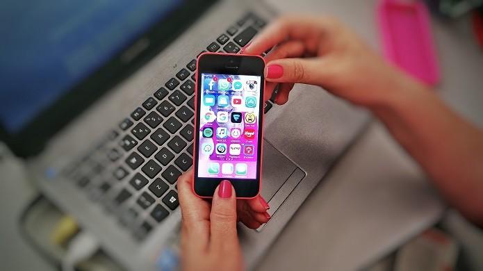 Tirando print no iPhone 5C (Foto: Felipe Alencar/TechTudo)