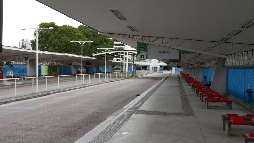 Em Campina Grande, Terminal de Integração está aberto, mas ônibus não estão circulando (Foto: Artur Lira/G1)
