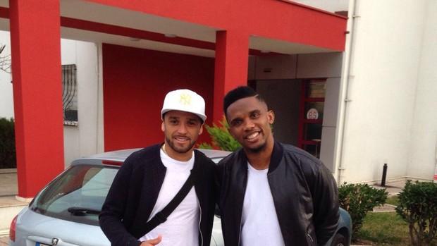 BLOG: Ex-Cruzeiro acerta com time de Eto'o na Turquia e é recebido pelo camaronês
