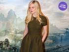 Look do dia: Elle Fanning usa vestido curtinho em coletiva em Paris