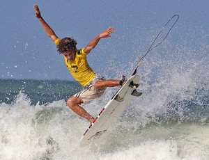 Israel Junior, de Baía Formosa, foi o campeão da categoria Mirim do Circuito Surf Kids, em Natal (Foto: Rogério Vital/Divulgação)
