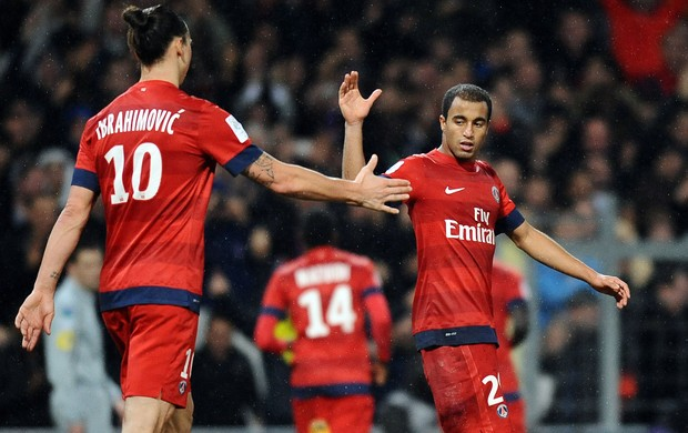 Ibrahimovic e Lucas PSG (Foto: AFP)