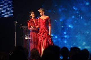 Deborah Secco e Xuxa (Foto: Iwi Onodera/ EGO)