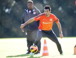 Dátolo no treino do Inter (Foto: Alexandre Lops/Divulgação, Inter)