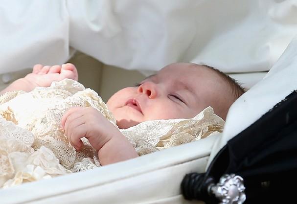 Princesa Charlotte tem apenas 4 meses e já vale 5 bilhões de dólares