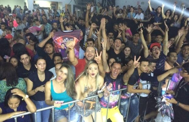 Joelma faz show com a banda calypso em Goiânia, Goiás (Foto: Murillo Velasco/G1)