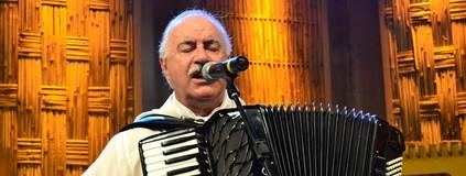 Edson Dutra canta 'Dançador de Xote', de Adelar Bertussi