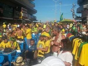Clima foi de tensão na praia do Forte durante o jogo do Brasil contra o Chile (Foto: Gustavo Garcia / G1)