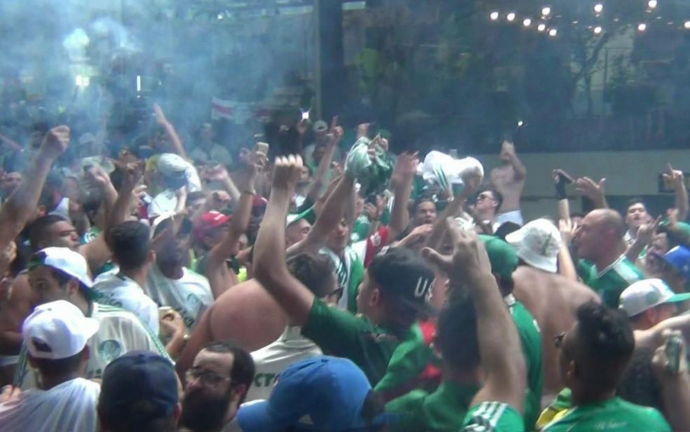 Festa da torcida do Palmeiras pela conquista do Campeonato Brasileiro (Foto: TV Globo/Reprodução)