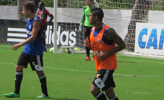 FUTEBOL - Flamengo - Elano e Léo (Foto: Gustavo Rotstein)