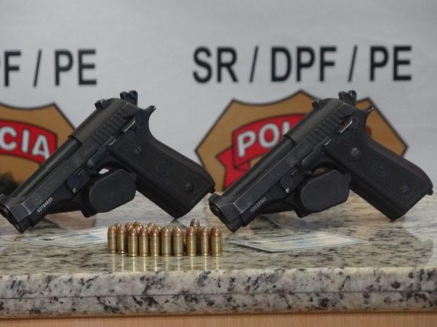 Guardas estariam com duas pistolas 380, além de munição (Foto: Katherine Coutinho/G1)