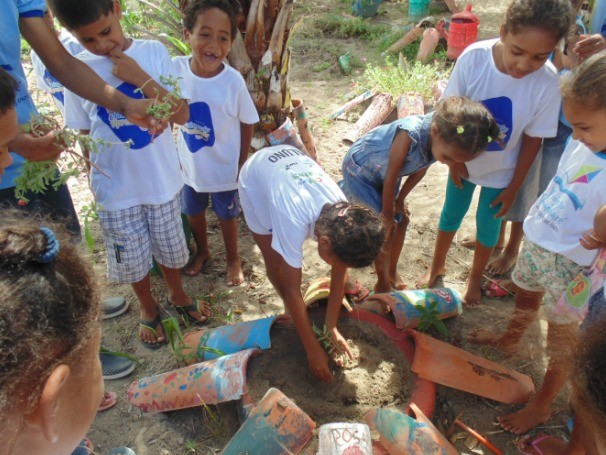 O projeto atende 278 crianças e jovens de sete a 15 anos de Tamandaré, Pernambuco, no contra turno escolar (Foto: Divulgação)