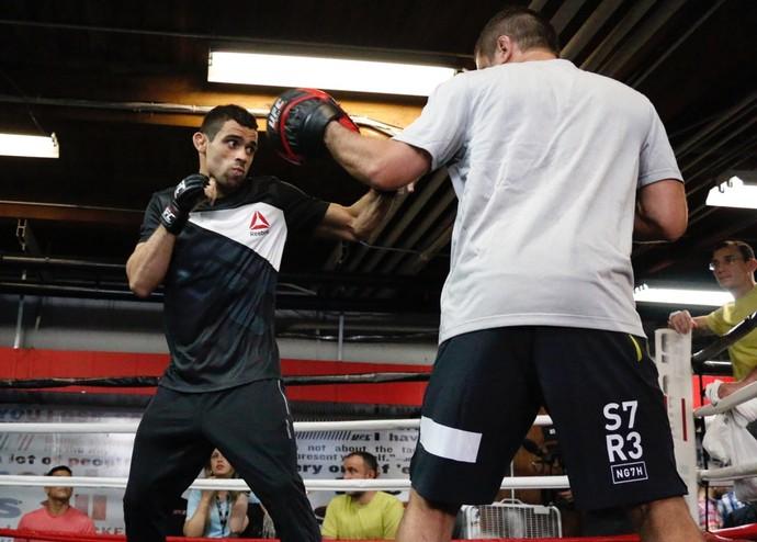 Renan Barão treino aberto UFC Chicago (Foto: Evelyn Rodrigues)