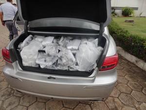 Cerca de 1 mil itens foram apreendidos (Foto: Divulgação / Polícia Rodoviária)