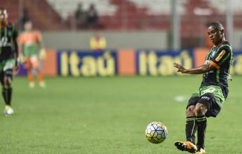 Juninho quer ficar no Coelho e crê em saída da lanterna no final da rodada