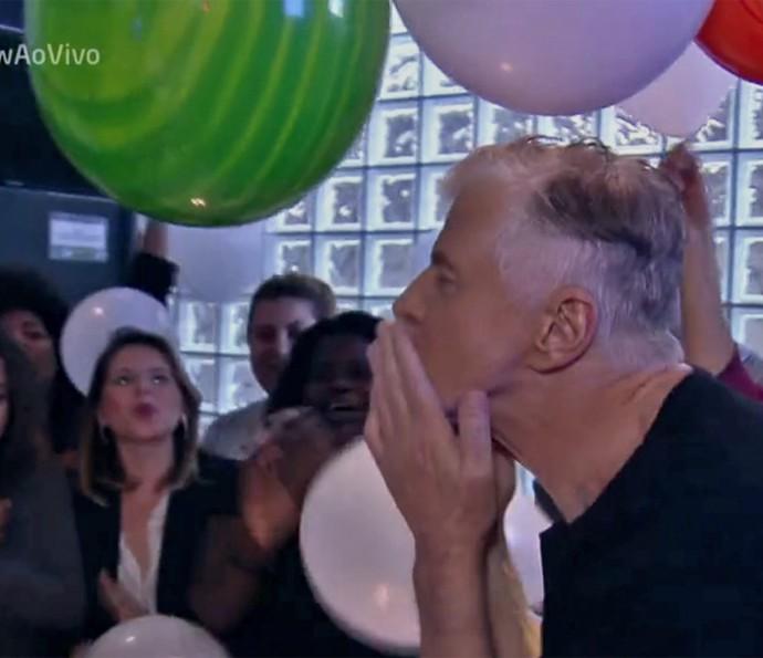 Miguel Falabella agradece pela festa surpresa de aniversário (Foto: TV Globo)