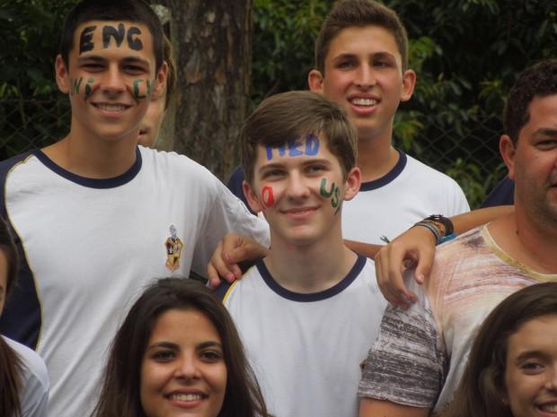 Gabriel comemora a conquista com os colegas em Campinas (Foto: Nivaldo Baron/Arquivo pessoal)