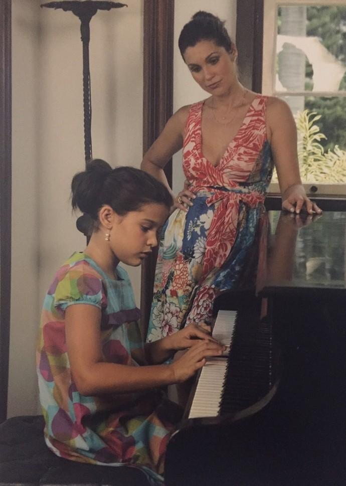 Giulia segue os passos da mãe e mostra talento no piano (Foto: Arquivo Pessoal)