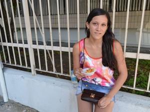 SÁBADO (8) - ARACAJU (SE) - 'É a primeira vez que faço o Enem e achei a prova muito cansativa', disse a estudante Daiane de Oliveira, de 17 anos.  (Foto: Marina Fontenele/G1)