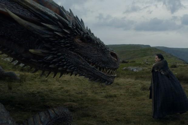 Jon Snow faz um afago no dragão (Foto: Divulgação)