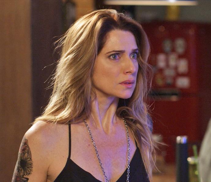 Lenita fica chocada ao ser surpreendida por Felipe (Foto: TV Globo)