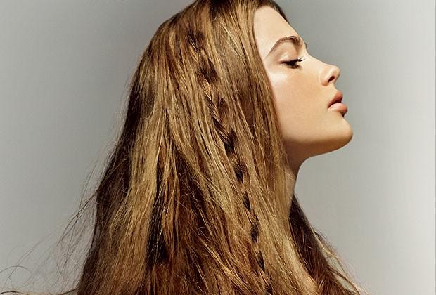 Look boho: cabelo solto e trança na mesma produção (Foto: Frauke Fischer - Ikeda/Blaublut Edition)