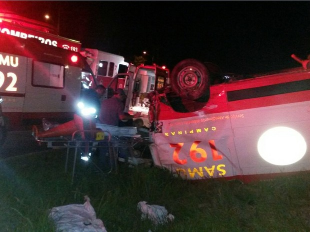 Motorista que atingiu a ambulância estava embriagado e em alta velocidade  (Foto: G1 Campinas)