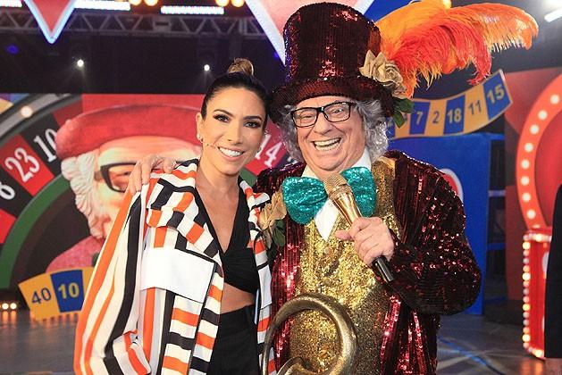 Patricia Abravanel e Raul Gil caracterizado como Chacrinha (Foto: Divulgação/SBT)