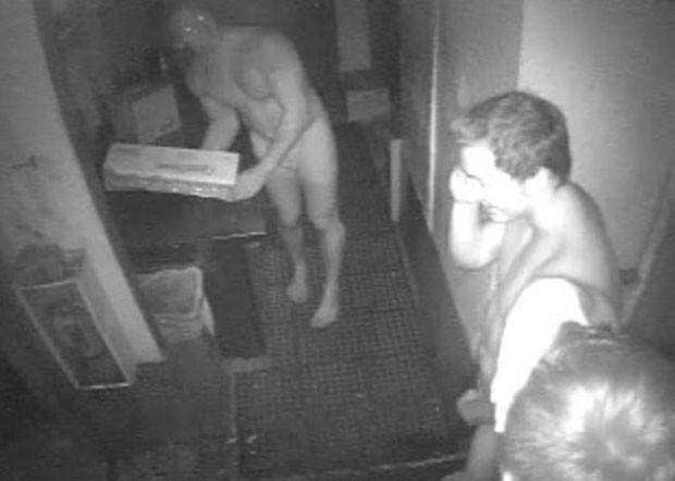 Trio só de cueca invadiu restaurante na Flórida (EUA) para roubar hambúrgueres (Foto: Divulgação/Southwest Florida Crime Stoppers)