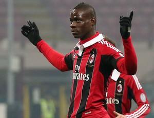 Balotelli gol Milan x Parma (Foto: AP)