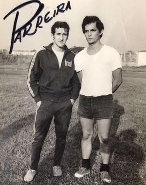 Reinaldo Rueda ao lado de Parreira, em foto de 1975 (Foto: Reprodução SporTV)