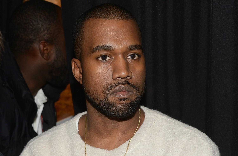 O rapper Kanye West já trabalhou vendendo roupa em shopping center. Hoje ele desenha roupas (além de cantar). (Foto: Getty Images)
