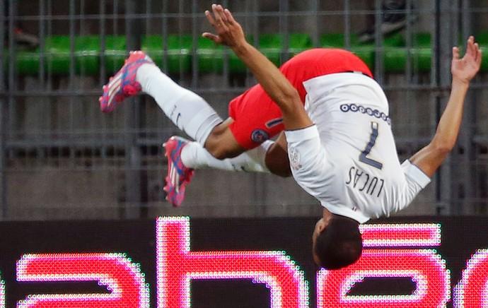 PSG x Canes - Lucas comemora gol com motral (Foto: Reuters)