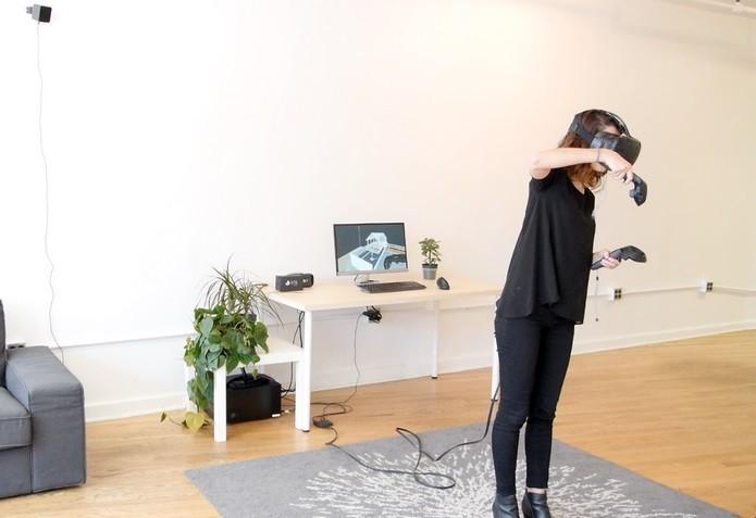 Pessoa usando o Prospect, software para criação de ambientes em VR (Foto: Divulgação/IrisVR)