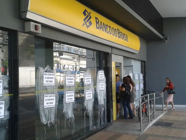 Agência do Banco do Brasil, em greve, em Vitória (Foto: Kaique Dias/ CBN Vitória)