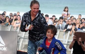 Fã mirim de Ronda realiza sonho ao conhecer a campeã em treino do UFC