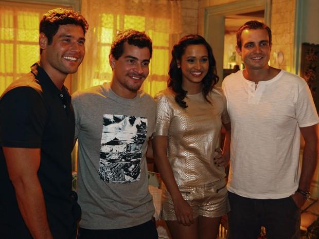 Dudu Azevedo, Thiago Martins, Thaissa Carvalho e Max Fercondini serão pilotos da Aeronáutica (Foto: Flor do Caribe / TV Globo)