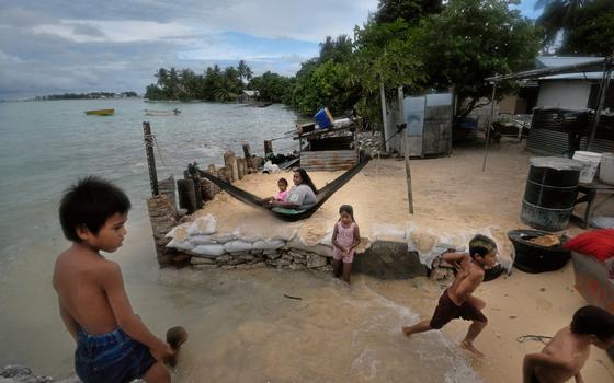Kiribati ,o mar tomou terreno de casa e contaminou as áreas agrícolas e as fontes de água potável (Foto: Kadir van lohuizen / NOOR)