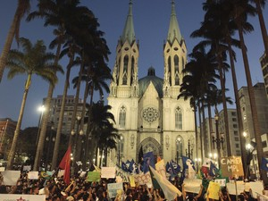 Protesto começou as 17h na Praça da Sé (Foto: Alex Almeida/Reuters)