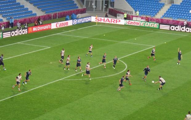 Treino da Itália antes de jogo com a Irlanda. Rachão vira misto de rúgbi e handebol (Foto: Marcos Felipe / GLOBOESPORTE.COMA)