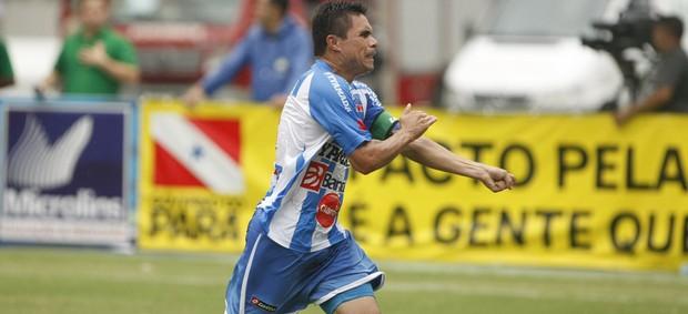 Vanderson, volante do Paysandu na Série C 2012. Capitão do time (Foto: Marcelo Seabra/O Liberal)