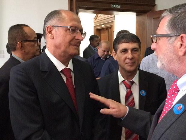 Alckmin falou sobre ação da PM no litoral após evento no Palácio dos Bandeirantes, na Zona Sul de SP (Foto: Will Soares/G1)