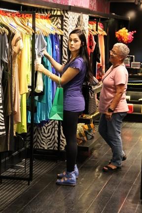Ex-BBB Francine em shopping no Rio (Foto: Marcus Pavão/ Ag. News)