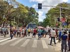 Protesto de ambulantes interdita trânsito no Centro de João Pessoa